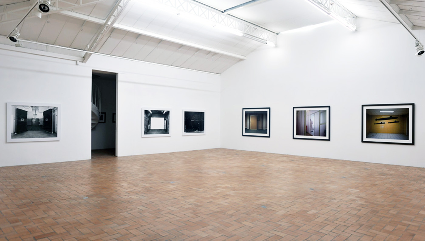 Lynne Cohen / Estate  - Exhibition view - Proof - Galerie in situ - Fabienne Leclerc, Paris, 2009